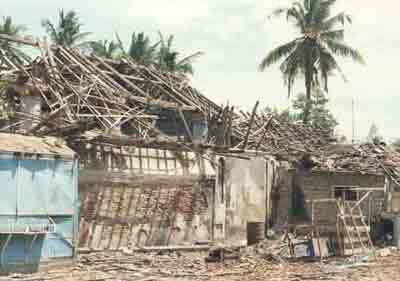 Damaged Hindu temple Sri Lanka5 by Muslims